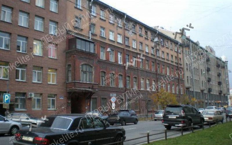Продам трехкомнатную квартиру 132 кв.м. в Василеостровском районе в Санкт-П